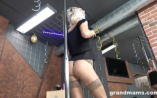 Old stripper Snejanna is dancing and toying cunt just right slay rub elbows with floor