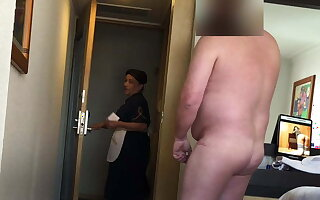 Fat man flashes his dick to make an issue of hotel maid