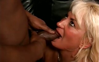 Amateur beauteous grown up slut stands on knees while sucking valorous BBC