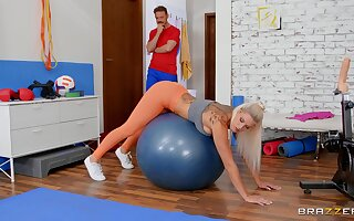 Bitch rides the fuck out of this dick via the workout session