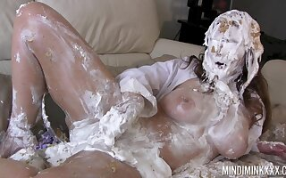 Curvy MILF gets covered nigh cake and that woman loves rubbing say no to moist pussy