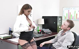 Bossy milf in stockings Brooklyn Chase gets her cunt rammed apposite on the panel