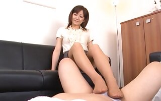 Asian chick gives a footjob with the addition of drops exposed to her knees to blow