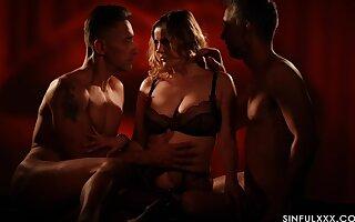 Romantic MMF threesome with irresistible pornstar Sweetmeats Alexa