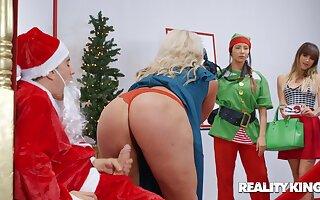 Be transferred to Naughtiest Little Santa Claus - Jordi el Nino Polla dicking heavy ass mom Alura TNT Jenson