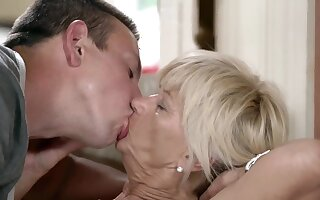 MILF gets absent because of cock thrusting in and out of wet cunt