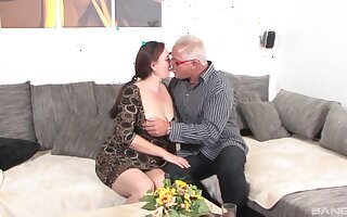 Old couple presents really nice oral sex scenes and nude porn in excess of cam