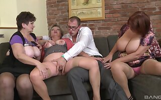 Dirty orgy between unskilful dudes and Jarmila Mautskova & Pavlina Skoumalova