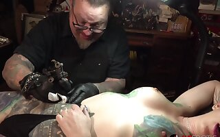 Marie Bossette gets a painful tattoo on will not hear of leg