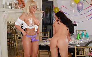 Lesbo models Bridgette B and Whitney Wright have sex with a strapon
