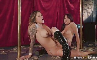 Sabina Rouge scissoring with astounding babe Karmen Karma