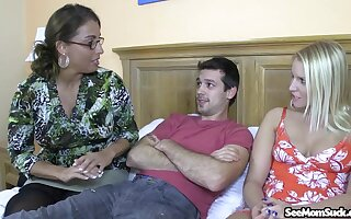 Experienced lady Stacie Starr gives some great insight into the perfect BJ