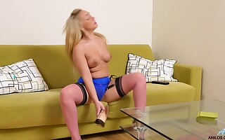 Horny blonde cooky Amber Deen pleasures her pussy with a dildo