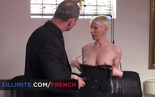 Granny fucked by the doctor (Mia Wallace)