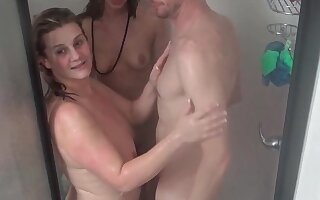 Sex starved amateur hotties sucking jizz loaded cock in shower threesome
