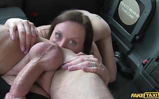 Lara Latex loves to give a rimjob to the taxi driver and gets fucked