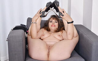 Curvy and Canadian milf Bon-bons strips and fingers