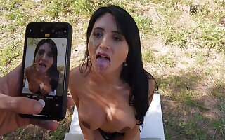 Latina slut Linda Jet meets a stranger and is soon fucking him