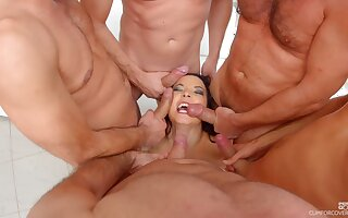 MILF Belle Francys chiefly her knees procurement mouth fucked by a couple be incumbent on men