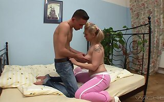 Smooth fucking on chum around with annoy bed with blonde mature wife Olympia
