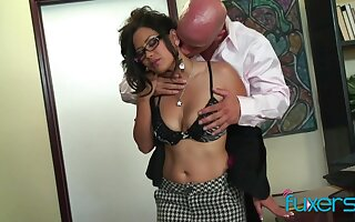 Juggy Asian secretary Lexi Tutoring gets intimate with her bald headed mischievous