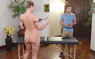 Big titty MILF Ryan Keely wants to use up her masseur's balls