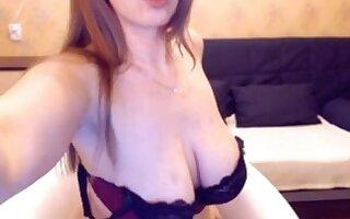 Russian webcam woman shows her full natural big bowels