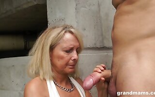 Profane granny drops on her knees to give head coupled with rides groove on a pro