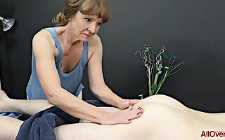 Elder statesman masseuse, Cyndi Sinclair sucks cock every once nearby a while, instead be required of doing her job