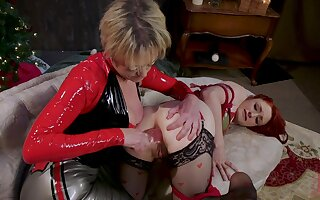 Rough anal stretching by of age Dee Williams for Violet Monroe
