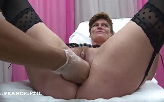 Small Titted Wife Cougar Gets The brush Pussy Bonked