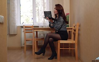 Enterprising nympho Ptica is horny wifey who feels right teasing yourself