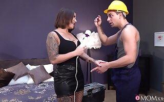 Construction worker bangs super MILF bimbo Heidi Fore Horny
